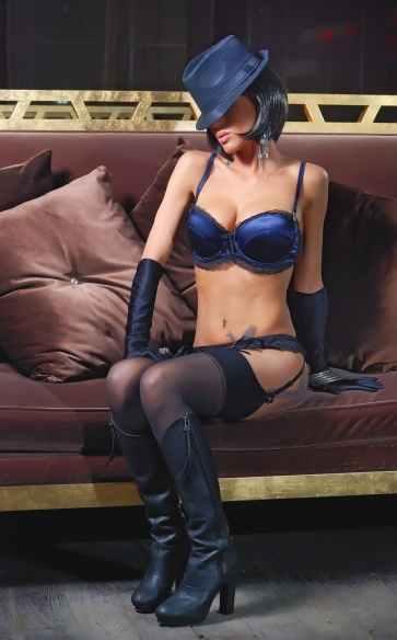 model-modelling-fashion-attractive-157926.jpeg