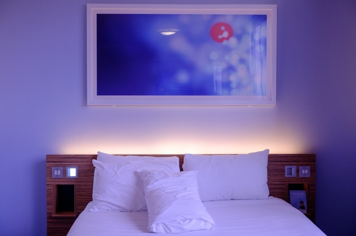 bedroom-1285156_1280.jpg